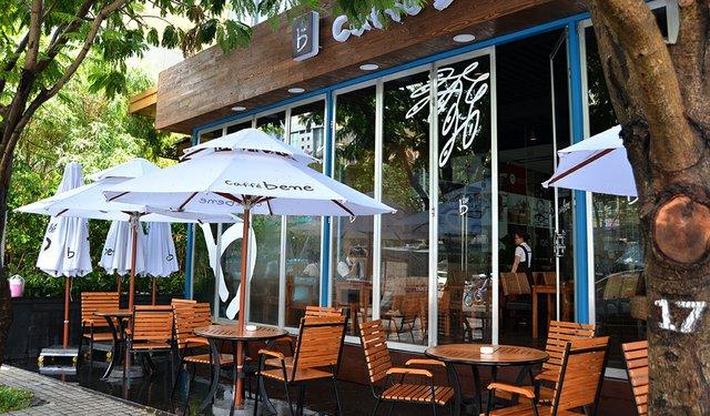 Vietnam's Café Society