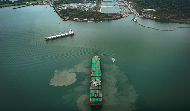 16i6_ART_PanamaCanal_ultralargecontainership.jpg