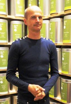 tea-15i1_ART_FrenchTeaMarket_Portrait FX Delmas, founder of Palais des Thes.jpg